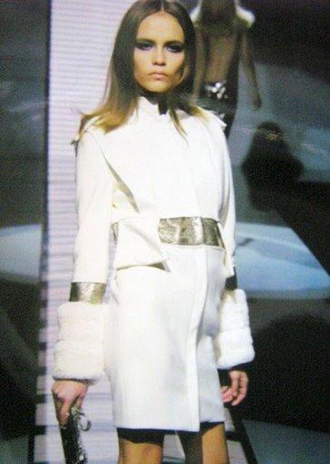 белое женское пальто