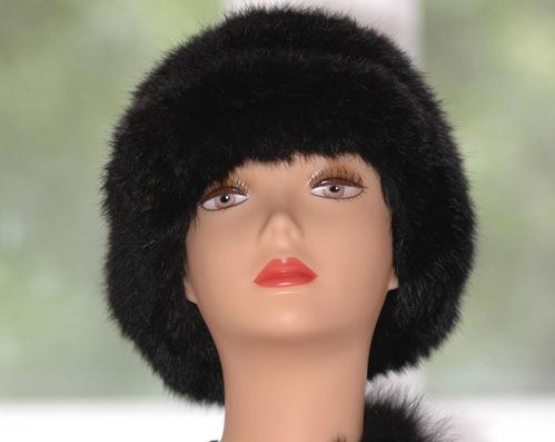 черная шапка из меха кролика