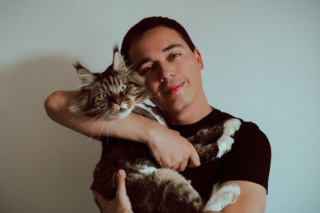 Родион Газманов и его кот Шелдон: отношения и интересные факты