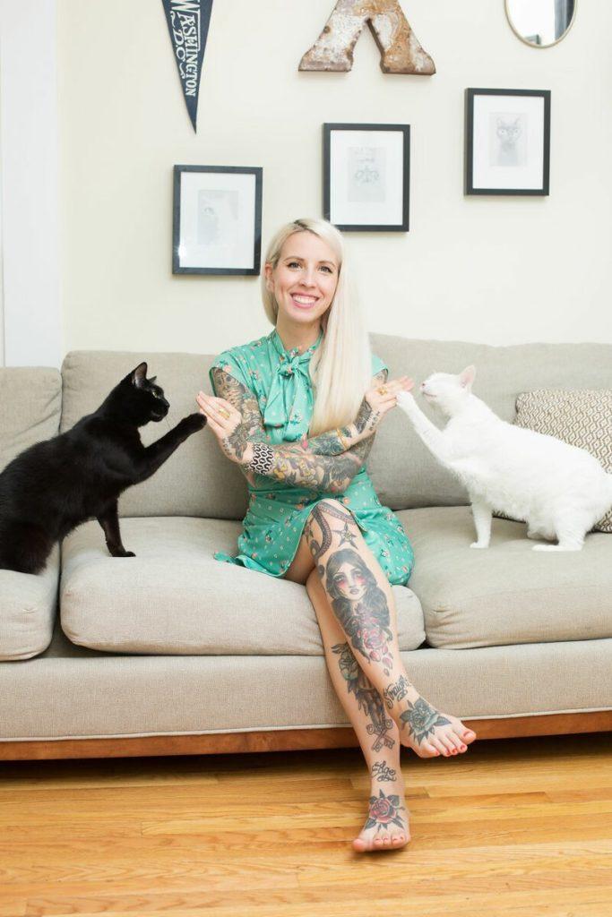 Почему одинокие женщины заводят кошек? [сильные и независимые]